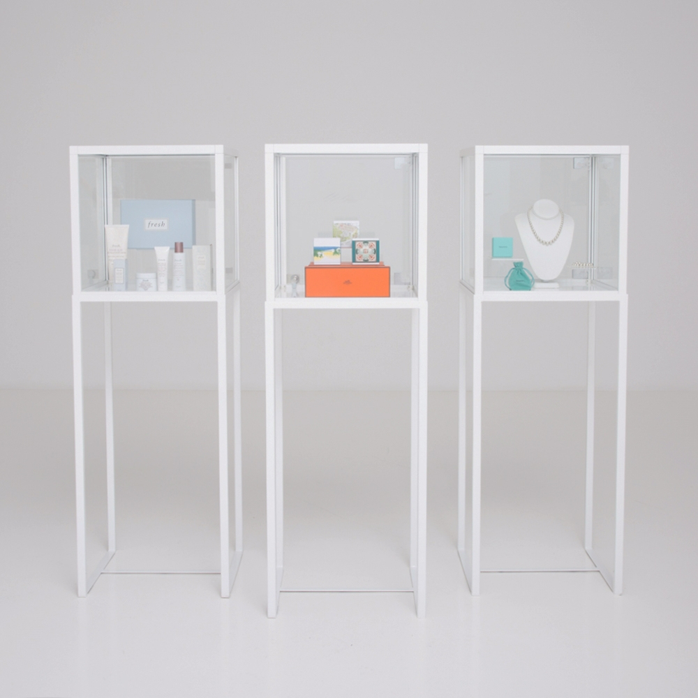 showcase vitrine white