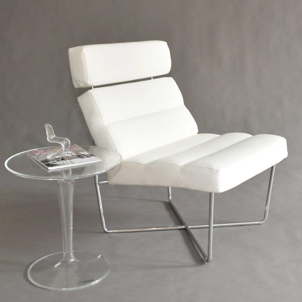 max chair white