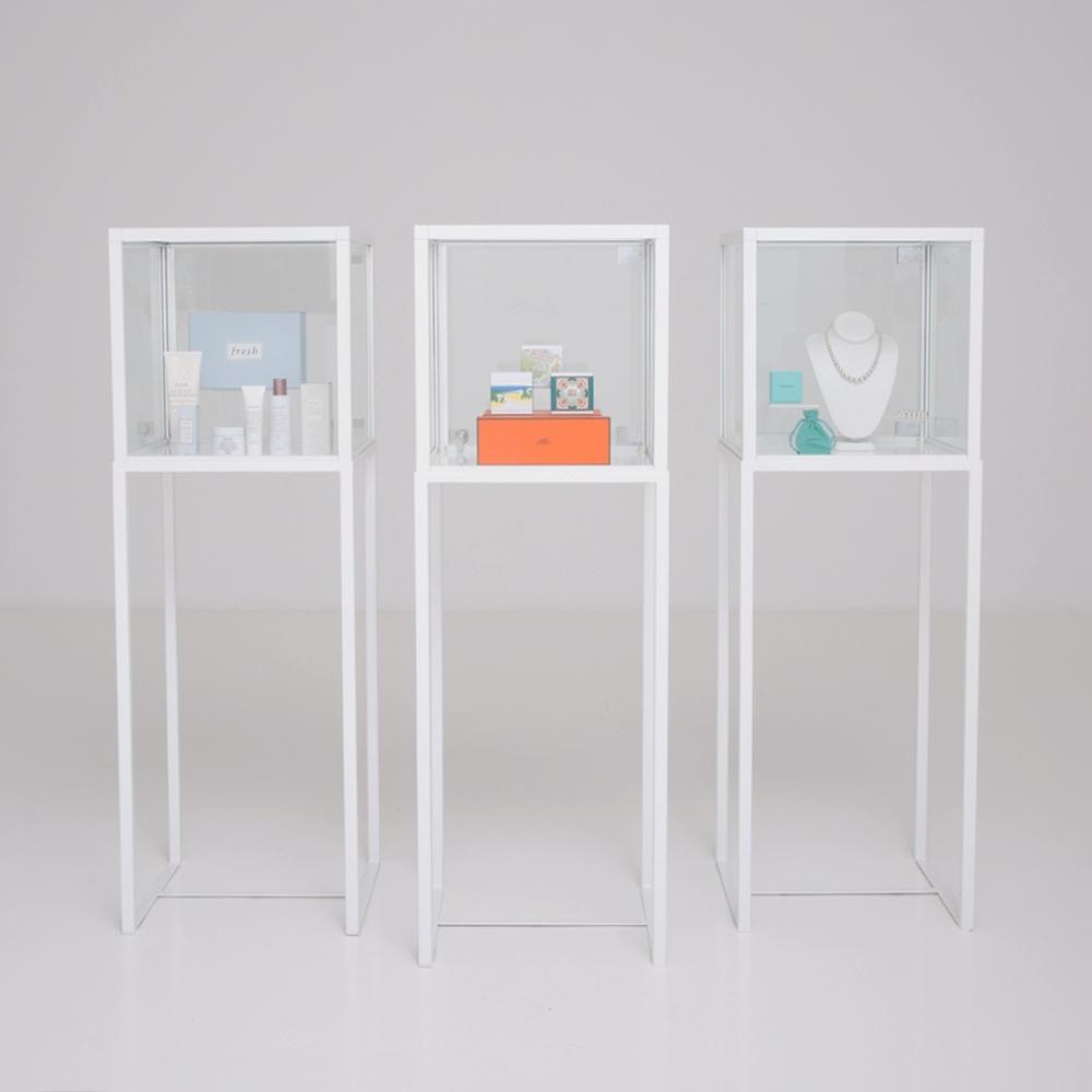 showcase vitrine white