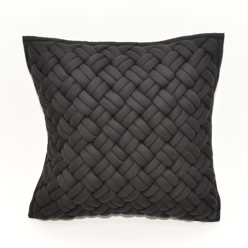 interlock pillow black