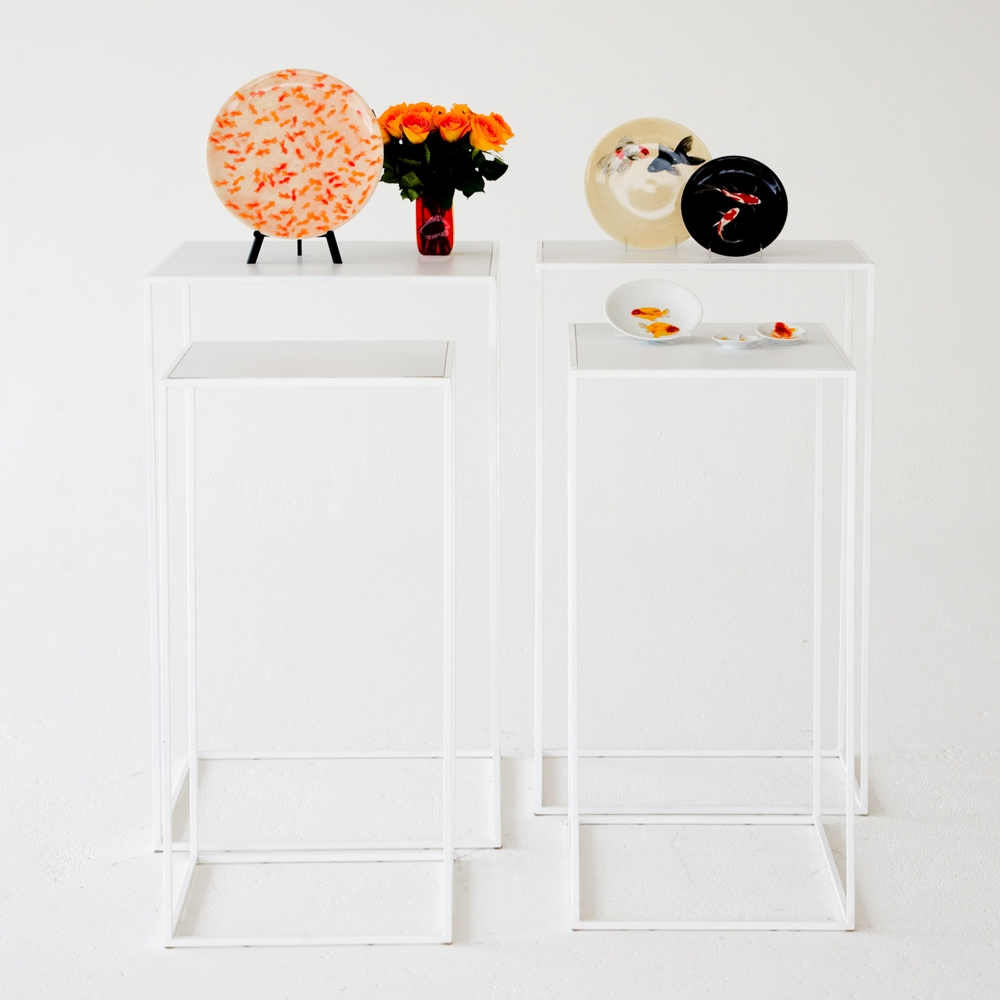 edge pedestals white on white