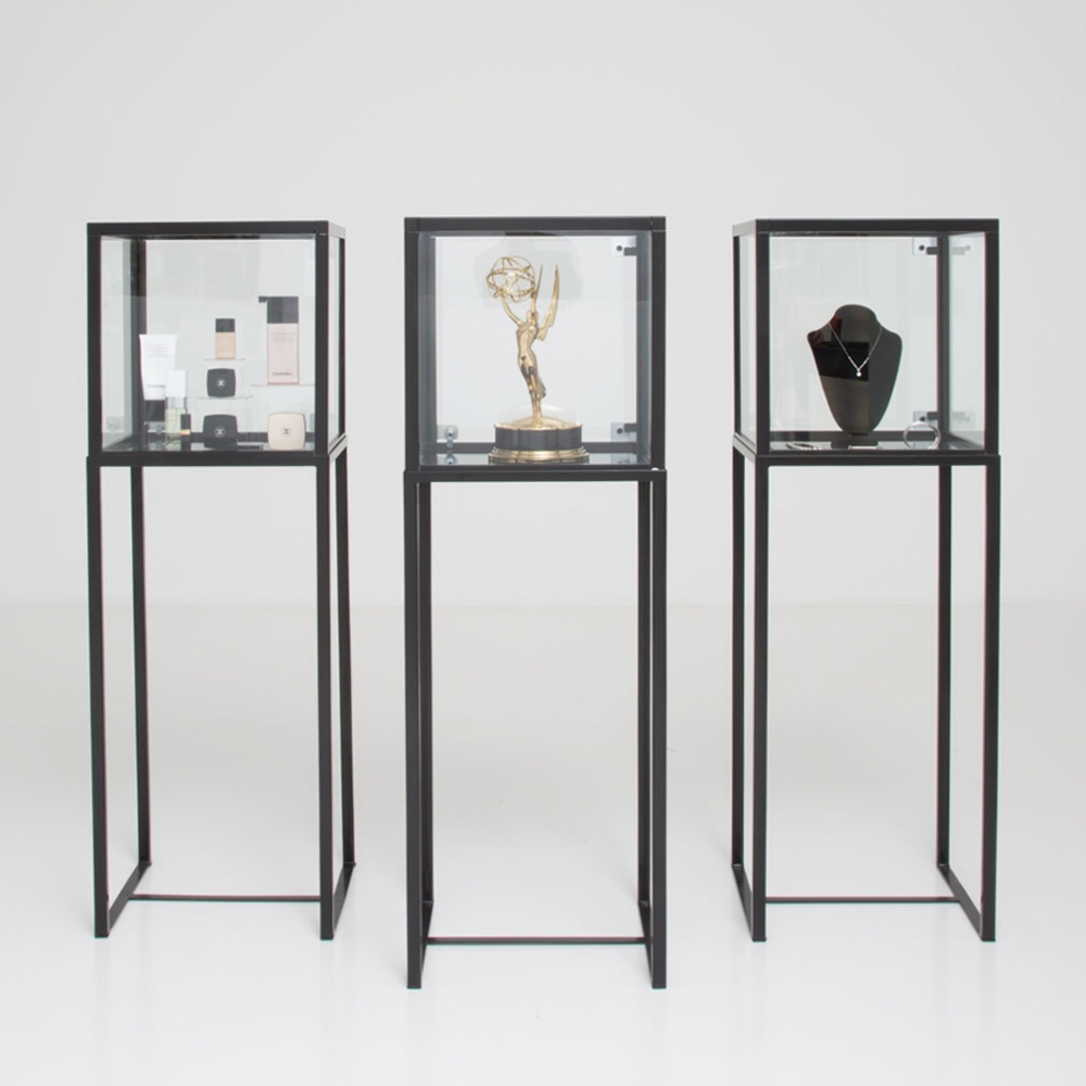 showcase vitrine black